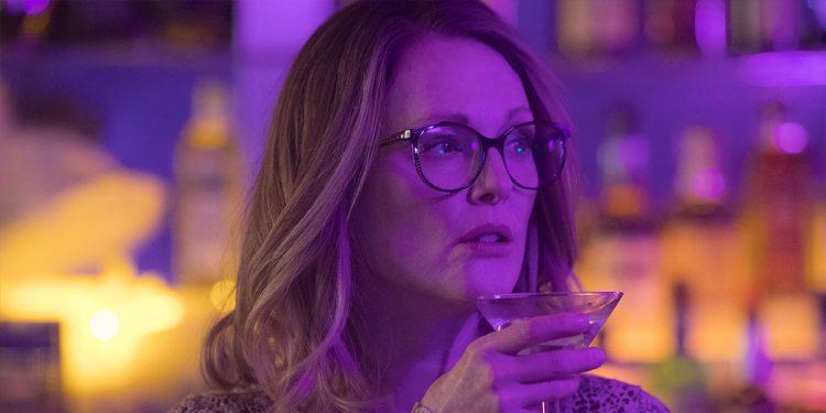 Julianne Moore wearing glasses and holding a glass in Sebastián Lelio's Gloria Bell 2019
