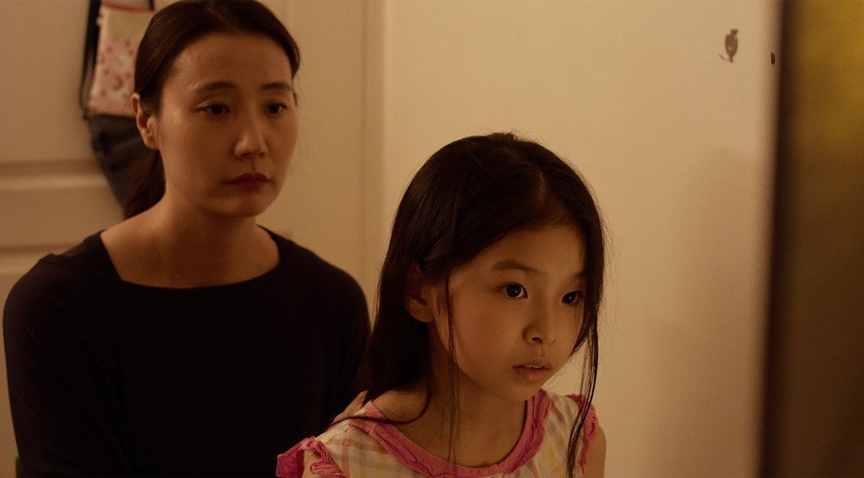 MOON Seung-a & KIM Hyeyoung looking sad in the frame of Scattered Night 2019